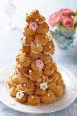 Croquembouche with Pink and White Frosting Roses — Stock Photo