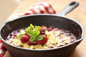 Berry crumble with strawberry and raspberry — Stock Photo