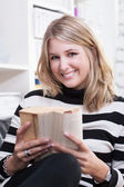 Young woman reads a book — Stock Photo