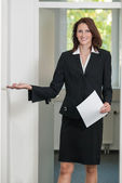 Businesswoman asks to come in — Stock Photo