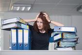 Businesswoman tears her hair — Stock Photo