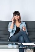 Woman phones on the couch — Foto de Stock