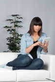 Woman reads an ebook — Stock Photo