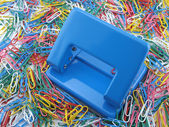Puncher and paper clips — Stock Photo