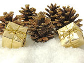 Pine cones and gifts decoration — Stock Photo