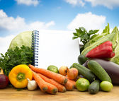 Different fresh vegetables with empty paper — Stock Photo