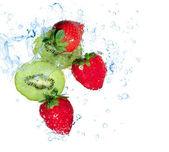 Strawberries and kiwi water splash — Stock Photo