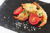 Fried shrimps seasoned with sea salt — Stock Photo