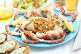 Cangrejo hervida en una mesa - plato de mariscos — Foto de Stock
