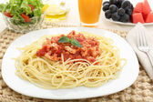 Diet spaghetti bolognese with white meat and fruit — Stock Photo
