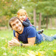 Parent and child - soft focus (focus on eyes of father) — Stockfoto