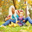Parent and child - soft focus (focus on eyes of child) — 图库照片