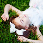 Little girl on grass — Stock Photo