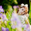 Stockfoto: Little girl in the summer garden