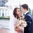 Wedding kiss in the rain — ストック写真