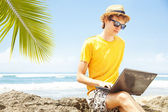 Man with laptop on the beach, bali — Stock Photo