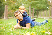 Parent and child - soft focus (focus on eyes of father) — Stock Photo