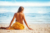 Beautiful woman sitting from the back on beach, bali — Foto de Stock