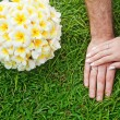 Hands and  flowers on wedding day — Stock Photo