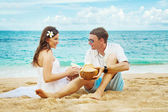 Couple oa a beach — Stock Photo