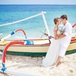 Couple on a beach near the boat — Stock Photo