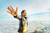 Uomo su una montagna — Foto Stock