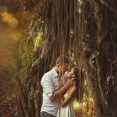 Couple kissing — Photo