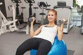 Spor salonunda kadın — Stok fotoğraf