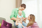 Family playing with the child — Stockfoto