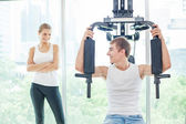 Couple in gym. — Stock Photo