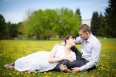Girl and boy lying on the grass — Stock Photo