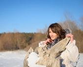 Sorridente ragazza di inverno — Foto Stock