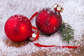 Red balls with snowflakes, on wooden background — Stockfoto