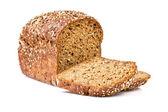 白で隔離される全粒粉パン — ストック写真
