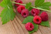 Fresh raspberry on wooden background — Zdjęcie stockowe