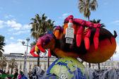 Nizza, Frankreich - 26. Februar: Karneval von Nizza in Côte d ' Azur. Dies ist das wichtigste Winter-Ereignis der Riviera. das Thema für 2013 war König der fünf Kontinente. Nizza, Frankreich - 26. Februar 2013 — Stockfoto