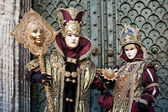 Venizianische masks in front of the Doge's Palace — Stock Photo
