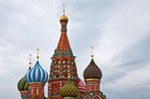 Onion domes of St Basil's Cathedral on Red Square, Moscow, Russia — Stock Photo