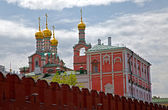 Moscow Kremlin wall and Cathedrals cupolas — Stock Photo