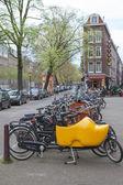 阿姆斯特丹街头场面与自行车 — 图库照片