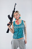 Young woman with automatic rifle — Stock Photo