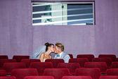 Im kino an einem hochzeitstag — Stockfoto