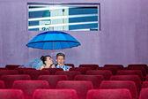 Nel cinema un giorno di nozze — Foto Stock