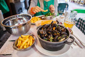 Table with mussels — Stock Photo