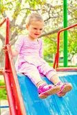 Dívka hezká jeden rok na hřišti — Stock fotografie