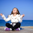 Teen girl practicing morning meditation in nature at the beach — Foto Stock