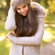 Beautiful girl in the autumn park — Stockfoto