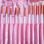 Pink makeup brush set — Stock Photo #35755027