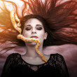 Woman lying on the floor with eyes closed, face the snake slither-awesome — Stock Photo
