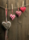 Valentine's Day wallpaper - Textile hearts hanging on the rope ascending order — Stock Photo